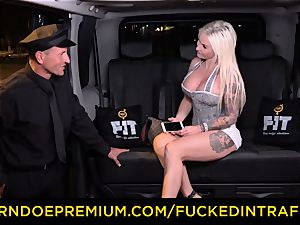 drilled IN TRAFFIC - sultry blondes car triangle fucking