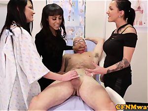 tough cop Chantelle Fox providing hj to pervert doctor