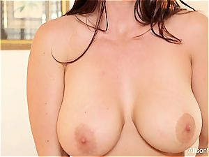 Alison Tyler's cupcakes can only get more ideal when facialed with jizm