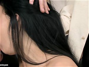 Aletta Ocean threesome as she gargles off a duo of spunk-pumps