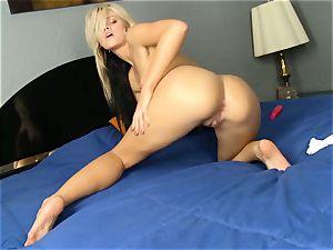 Jessa Rhodes disrobes to fucktoy her moist twat