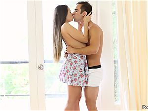 Cassidy Klein puts on a solo display for her dude