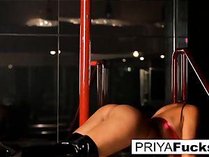 strip club spectacle by Indian hottie Priya Rai