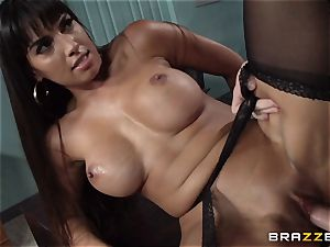 Mercedes Carrera nails her daughters beau at work