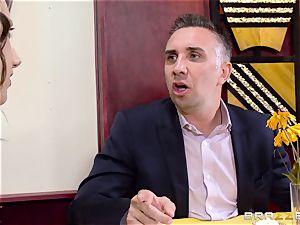 Keiran Lee manstick wedging Kleio Valentien
