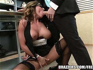 Madison Ivy has an butt that needs a pound