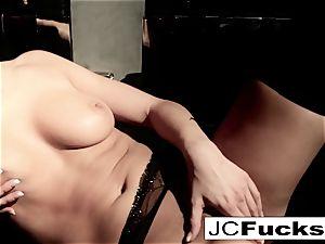 An artful glance into how Jayden Cole makes herself jizz