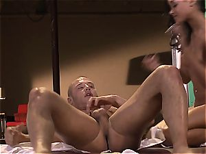 flesh Diamond is on her knees asking to get poked
