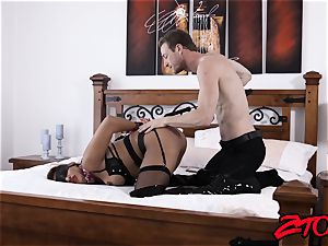 victim milf Mercedes Carrera rammed with ample cock