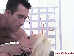 Nikita Von James nails and sucks spear