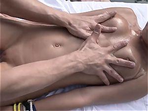 molten porn with real nubile hoe Dakota Skye near pool