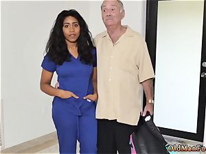 brunette prays for pulsing and deep-throating meatpipe after facial cumshot hardcore Glenn ends the job!