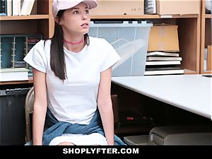 Shoplyfter - nubile ravages Cop To Get Out Of trouble