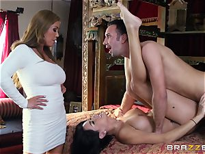 Kianna Dior catches her step daughter-in-law pummeling a brit dude and steps in