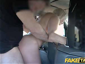fake taxi blond mummy Victoria Summers pulverized in a taxi
