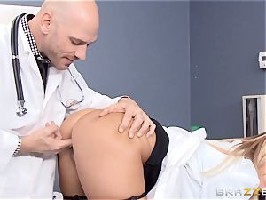 blondie doctor Payton West boning her luxurious playmate