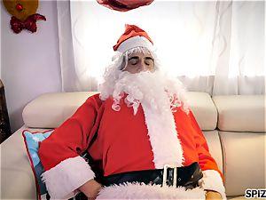 Spizoo - see Jessica Jaymes romping Santa Claus
