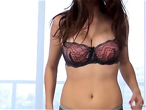 jaw-dropping novice Ashley Adams works her audition perfectly